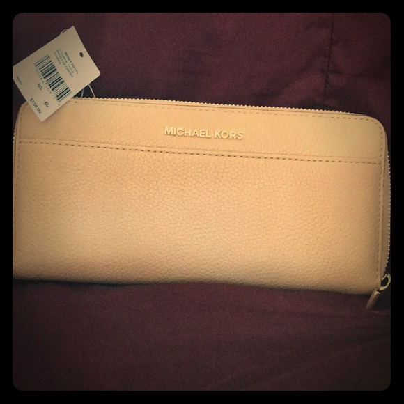 8f1bed62616c Michael Kors Oyster Pebble Leather Zip Wallet